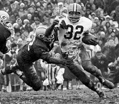 Jim Brown running in the mud against the Green Bay Packers